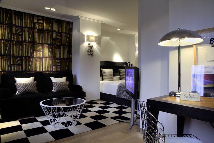 Mirador Suite con Jacuzzi para parejas. Disfruta de una preciosa vista de Barbastro en una de nuestras habitaciones más románticas.