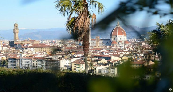 Landscape of Florence from Piazzale Michelangelo. Wake up at dawn to go and take pictures of Florence from Piazzale Michelangelo, a beautiful square set on a hill near the historic city of Florence (Italy). From the square you can admire in a magnificent way the Ponte Vecchio, Palazzo Vecchio, the Duomo with the dome by Brunelleschi and Giotto's bell tower, and last, but not least, the church of Santa Croce in profile.