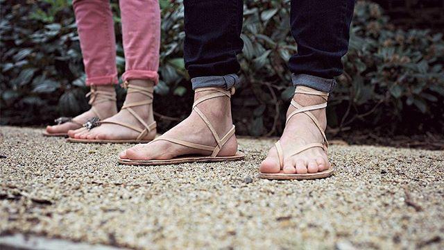 """Seit wann gibt es Barfußschuhe und wer hat sie eigentlich """"erfunden""""? Galahad Clark, der Gründer von VIVOBAREFOOT spricht im neuesten Blogpost auf barefootshoes.de über die Geschichte der Barfußschuhe.// Read more about the ancient history of barefoot shoes on our newest blogpost at barefootshoes.de #vivobarefoot #vivobarefootshoes #barefootshoes #barefoot #shoes #barfuss #schuhe #barfussschuhe #barefoothistory #ancientwisdom #history #geschichte #minimalshoes #movebarefoot #movenatural"""