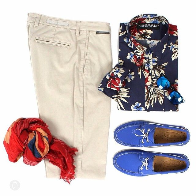 Flowers for Man. Pantaloni @eleventy_milano Camicia @department5 Mocassini #SEBAGO Occhiali @spektresunglasses #new #fashion #menswear #ss15 #spring #collections #instafashion #mascheronistore #mascheroni #quality #elegance #musthave #ootd Shop online: mascheronistore.it