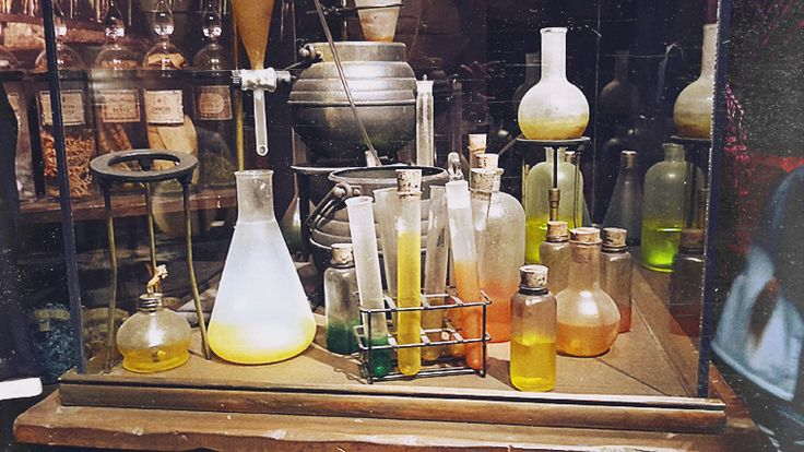 The Howling WolfHeart - The Howling WolfHeart - Harry Potter: The Exhibition Photos (pt. 1) #harrypotter #potions #bottles #vintage #photography