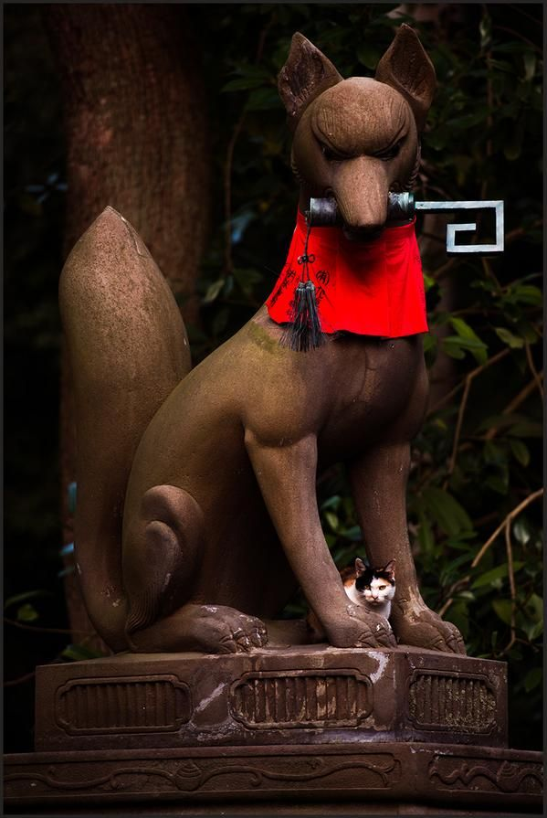 kitsune (fox) holding a key in its mouth, Fushimi Inari-taisha shrine, kyoto, japan