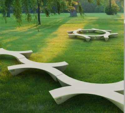 This privately-commissioned Akbank Campus Bench is the work of Turkish designer Joshua Saling
