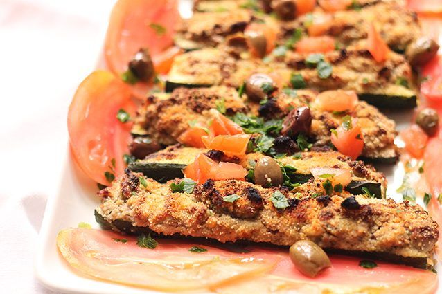 Le zucchine ripiene di tonno sono un piatto estivo, molto semplice e leggero, che può essere servito come antipasto oppure come contorno sia calde che fredde