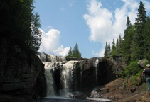 La région de Lanaudière se particularise par ses chutes et ses cascades. Parmi les plus importantes, soulignons à Rawdon, les désormais célèbres chutes Dorwin située sur la rivière Ouareau, à laquelle on associe la légende indienne du sorcier Nippissingue. À la jonction des rivières Noire et L'Assomption, le parc régional des Chutes-Monte-à-Peine-et-des-Dalles présente la plus puissante chute de la région métropolitaine.
