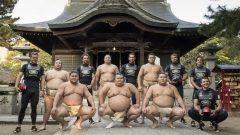 ランドローバー九重部屋!? ヨットレースのクルーが相撲部屋を表敬訪問!!  11月17日ランドローバーBARセーリングチームは11月18日から20日の日程で開催されるルイヴィトンアメリカズカップワールドシリーズ福岡大会に合わせて相撲の九重部屋を訪問  LE VOLANT BOOST http://ift.tt/2gxpyGr