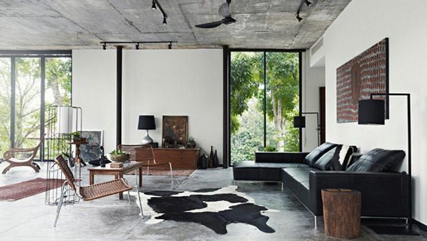 Wanneer je graag een betonvloer wil plaatsen maar wegens omstandigheden geen gepolierd beton kan kopen, dan kan je ook kiezen voor betontegels. Bij deze moderne woning werd gekozen voor betontegels met levendige motieven.