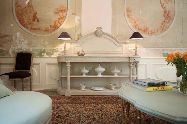 Large, white console Rosalla. Furnture looks vintage due to matt bright color. Price: 11 990 PLN.