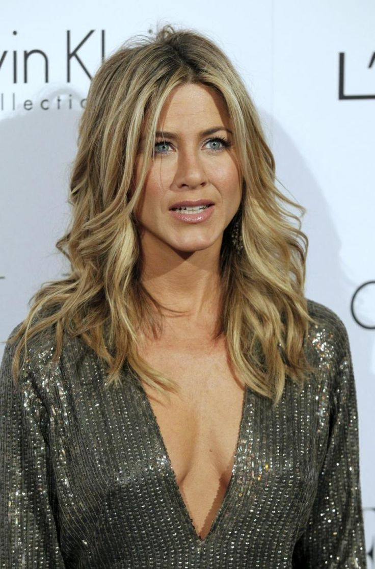 Jenifer Aniston very rarely cakes her self in make up and that why we think she's beautiful! She certainly doesn't need it!