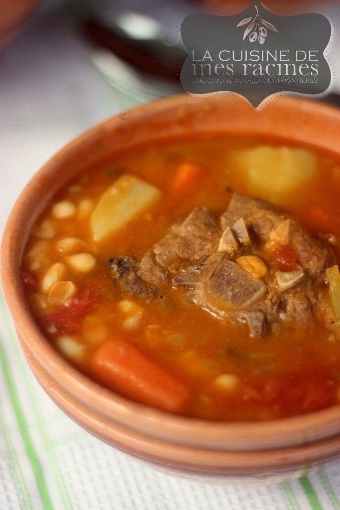 Loubia Algerienne La loubia est un délicieux plat Algérien et même maghrébin qu'on peut retrouver aussi au Maroc, des haricots blancs à la sauce tomat