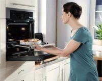 Даже духовка может быть умной      На результат любого блюда из поваренной книги в основном влияет качество духовки. Классические модели духовых шкафов, зажигающиеся с помощью спичек, уже давно отошли на второй план, уступив лидерство умным духовкам.