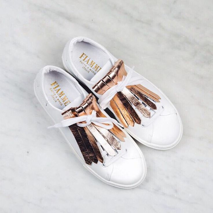 #frilles #canigetmyfrilles #fringes #fransen #shoe #accessory #rosegold #white #sneakers #sneaker #fiamme #fiammefootwear