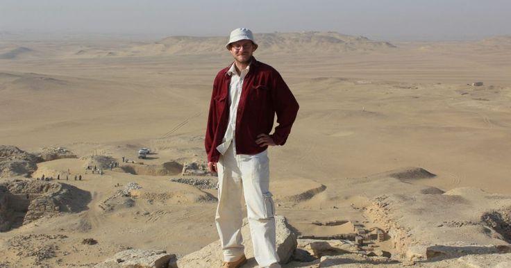 Už sedem rokov báda na pyramídovom poli. V rozhovore nám prezradil aj to, čo robiť, ak v hrobke zrazu vypadne elektrina.