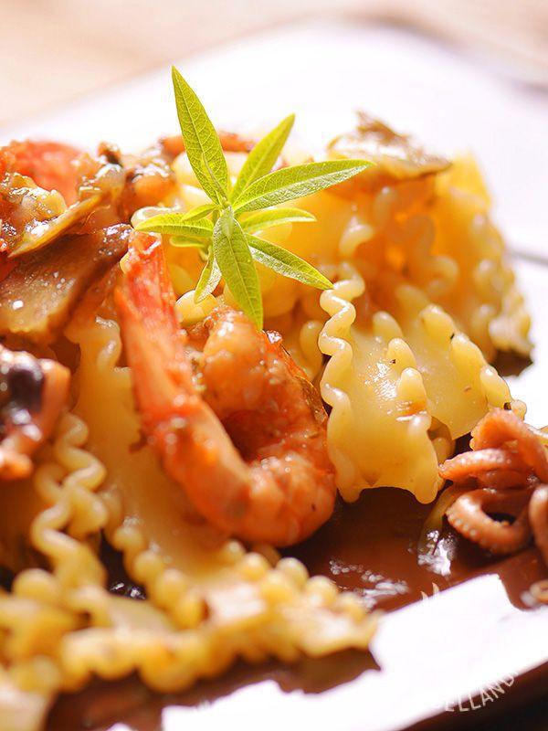 Le Reginette mari e monti sono una ricetta saporita, ricca e sfiziosa. Procuratevi ingredienti freschi e di qualità e il successo a tavola è garantito!
