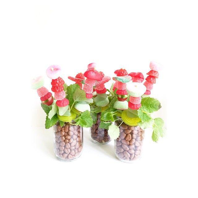 Med inspiration från @ellesklingen och google så gjorde jag godisblommor. Avslutning på förskolan idag så dessa fick lärarna. Är så glad att grabbarna trivs så himla bra på föris och att de har så otroligt bra lärare. All cred till dem som tar hand om det finaste vi har.☺️ #godis#blommor#diy#pyssel#candy#flowers