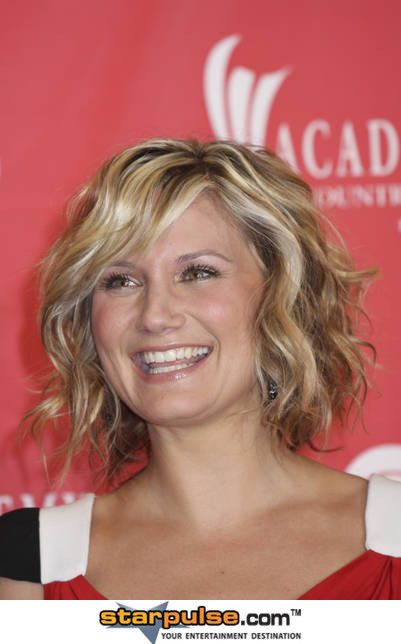 short curly hair: Hair Ideas, Short Hair, Jennifer Nettles, Hairstyles, Hair Styles, Hair Cut, Haircut, Curly Hair