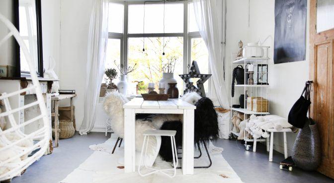 Wij zijn gek op Scandinavisch interieur en de bewoners van dit eenkamerappartement bewijzen maar weer dat je ook op 40 vierkante meter stijlvol kan wonen!