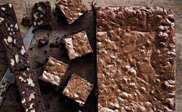 Det er ikke nogen hemmelighed, at vi sælger virkelig mange af de her brownies i Meyers deli og bageri. Vi har en idé om, at det skyldes det interessante forhold mellem chokolade og hvedemel i vores brownies ... Spis brownies, når du har lyst, f.eks. til en kop kaffe eller til dessert med en kugle vaniljeis eller mørk chokoladeparfait