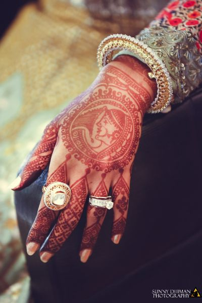 Cocktail Rings - Polki and Gold Cocktail Ring | WedMeGood #wedmegood #indianbride #indianwedding #cocktailring #ring #polkiring #engagementring