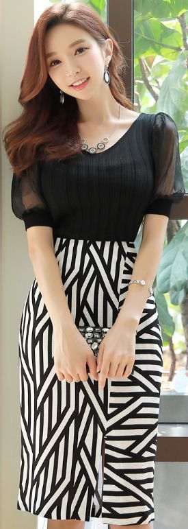 StyleOnme_Geometric Print Front Slit Pencil Skirt #black #white #pencil #skirt #koreanfashion #kstyle #kfashion #seoul #summerlook