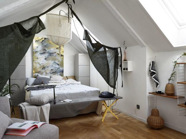 Un appartement en duplex avec un balcon ensoleillé