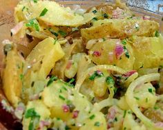 Salade de pommes de terre nouvelles. Encore meilleure le lendemain ; à refaire avec un peu moins d'ail la prochaine fois.