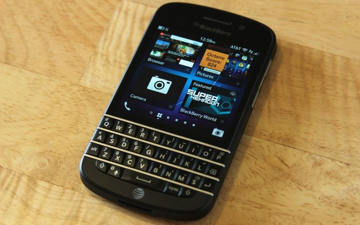 "BlackBerry Q10 selling at rate of ""thousands per hour"" in UK"