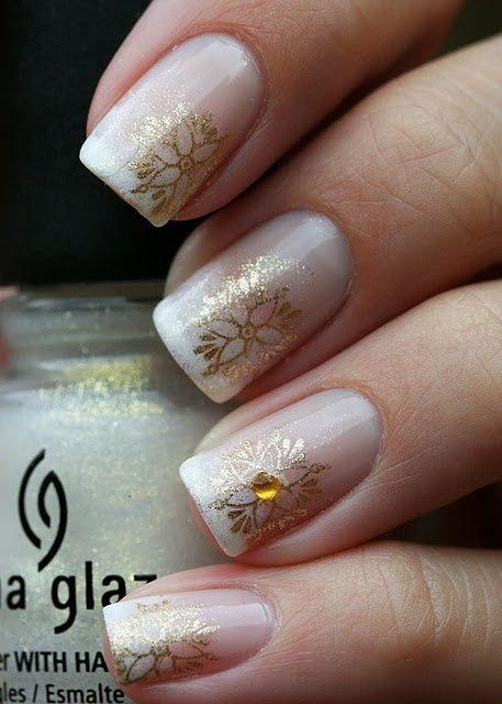 белый френч с рисунком Золотистая ромашка блёстками White french nail design