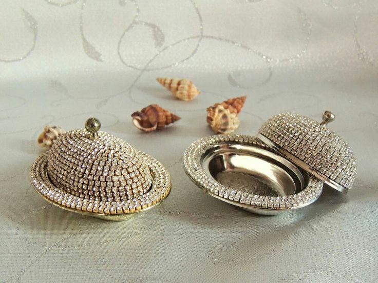 El yapımı taşlı oval lokumluk
