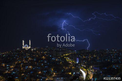 Şehirde Yağmurlu Gece