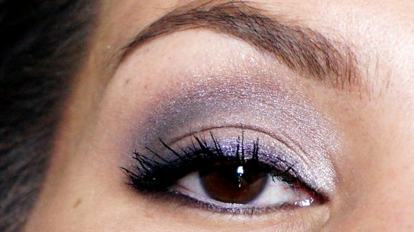 Naked 2 look: Tease across eyelid, Blackout in crease and along upper and lower lashline.