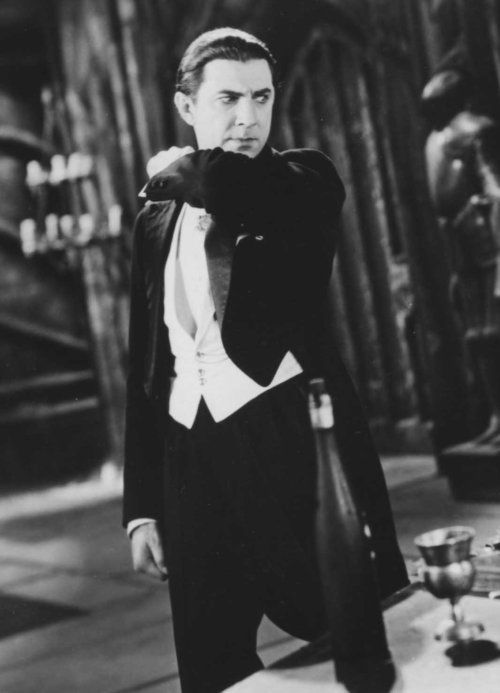 How striking a form does Bela make here.. just handsome! Dracula