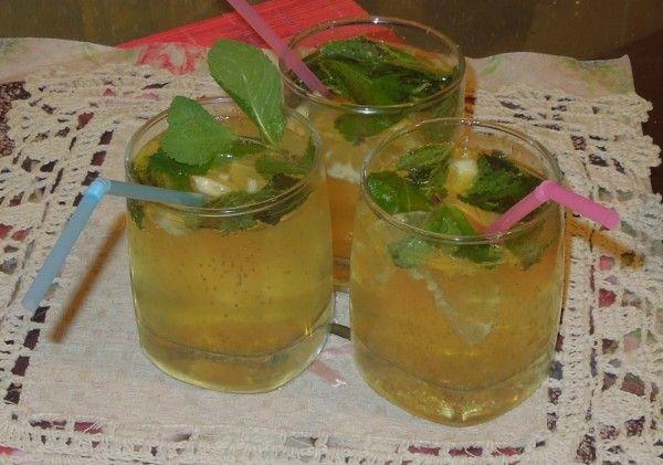 Холодный лимонный пунш с шампанским
