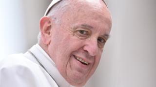 """""""El papa también es humano"""": la polémica por unas declaraciones de Francisco que causaron una controversia con la …"""