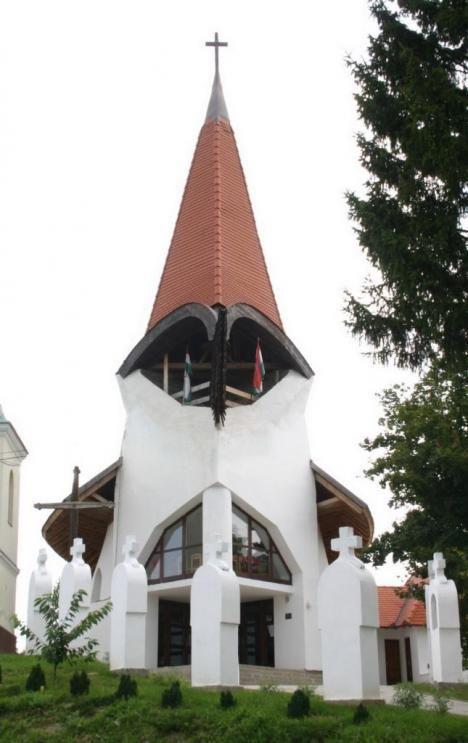 Petőhenye - Katolikus templom Makovecz Imre eloepiteszet.hu