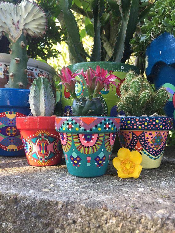 Petit pot de fleurs pour cactus / plantes succulentes peint à