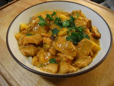 Slow Cooker Chicken and Mango Curry - Preparation time: 35 minutes Slow Cooker Size 4L+ Serves: 4-6 Cooking time: 4-6 hours on HIGH setting