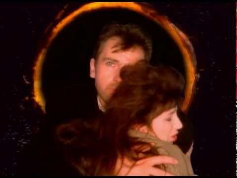 Beautiful song! Peter Gabriël & Kate Bush - Don't give up