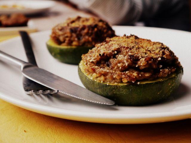 Cómo hacer zapallitos rellenos paso a paso: a diferencia de otras recetas de zapallitos rellenos éstos son totalmente vegetarianos, con arroz y verduras!
