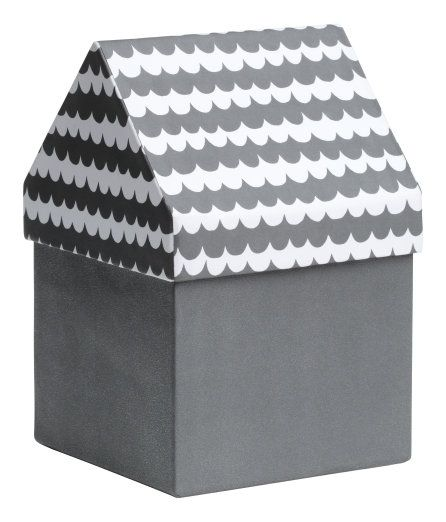 Kolla in det här! En förvaringsbox i papp. Boxens lock är mönstrat och format som ett hustak. Storlek 11,5x11,5x17,5 cm. - Besök hm.com för ännu fler favoriter.