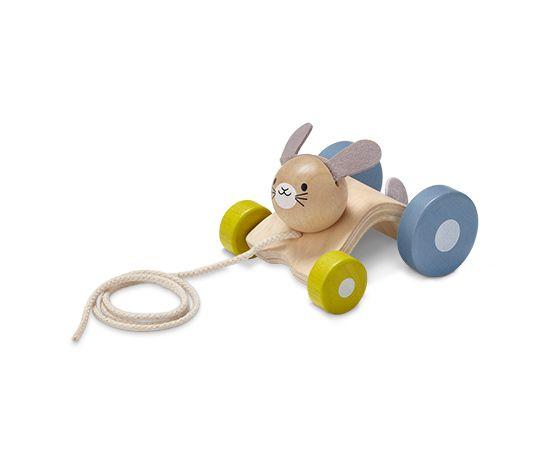 399 Kč Ve dvou se to lépe táhne! Tahací zajíček bude dětem při jejich prvních krůčcích vždy veselým hopsajícím doprovodem a hračkou, která nejenže podporuje motoriku, ale také sama motivuje k chůzi.