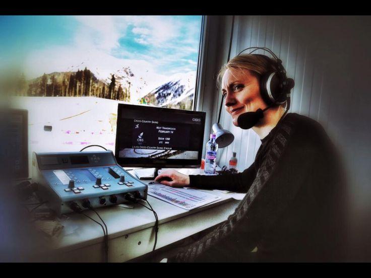 Työtehtävissämme pääset suoraan suomalaisten sydämiin - välittämään ilon, surun, ylpeyden ja jännityksen tunteita kansakunnan tärkeissä tapahtumissa, yhä useammin suorissa lähetyksissä verkossa, radiossa tai televisiossa. Ylen hiihdon asiantuntija Pirjo Muranen selostuskopissa. #sotshi #ylemme kuva: Harri Anttila Hae: Yle.fi/Yleisradio/tyopaikat