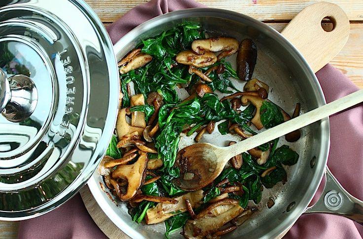 Gesauteerde paddenstoelen met spinazie en truffel