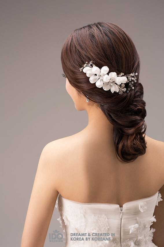 The right hair style and accessories can become a booster for the over all look on your wedding day. These two different hairstyle look more beautiful with the simple accessories on it. The first …