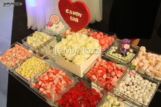 http://www.lemienozze.it/operatori-matrimonio/wedding_planner/organizzazione-cerimonie-roma/media/foto/21  Originale wedding idea: il candy bar per il giorno delle nozze