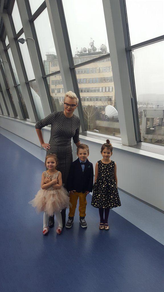 W co ubrać dzieci na Święta? Księżniczkowo dla dziewczynek i elegancko dla chłopców. Wygodne buty na zmianę, nic ciasnego i b. drogiego.