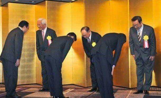 Sopan santun orang Jepang. http://www.pojoksamber.com/sopan-santun-orang-jepang/