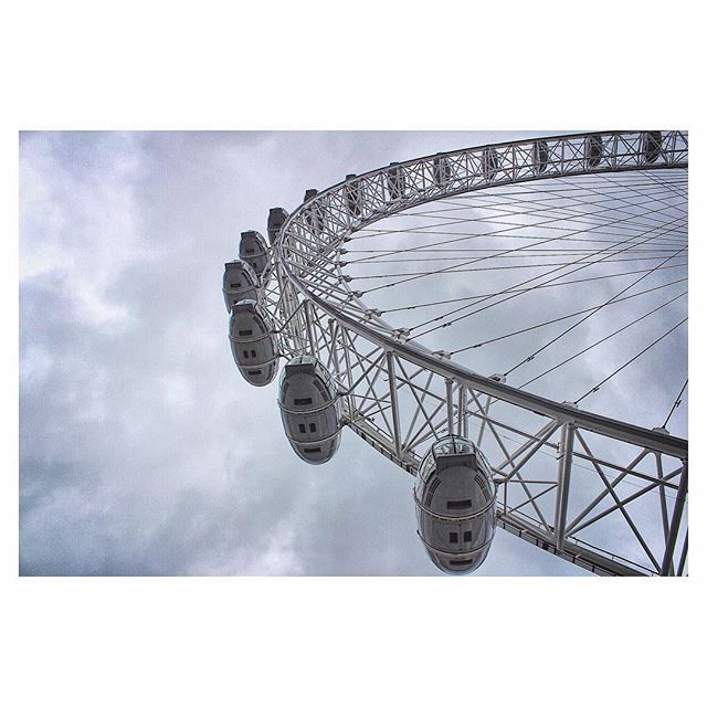 The eye of London 👀#uk #london #londoneye #city #citylife #view #style #live #life #me #happy #enjoy #mood #sky #clouds #cityscape #art #love #architecture #instagood #instadaily #photo #photography #photooftheday #colour #grey #summer #explore #places #minimal #view