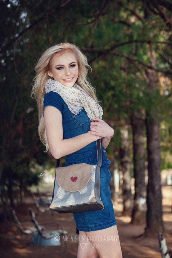 The Pretty Bag. Fabric and Leather. Fun and Stylish
