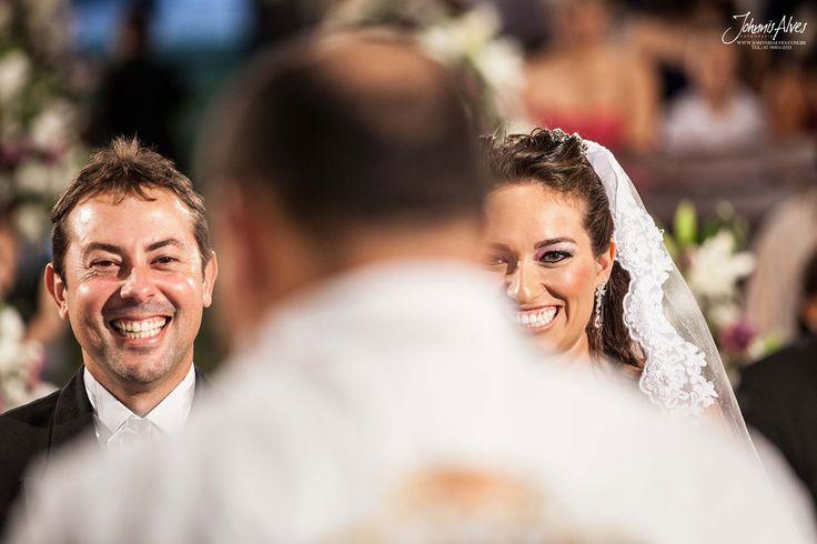 Um casamento feliz se constrói com muito amor, carinho e compreensão. Que estes sentimentos estejam sempre presentes na vida de vocês!  Casamento de Augusta+Fabio Site: www.johnnisalves.com.br Fone: 87 98803-2222  #vida #sucesso #matrimoniono #viveravida #casal #familia #amore #deliriodenoiva #noivinha #noivas # noivas2017 #altacostura #buque #noivo #noivos #casei #voucasar #casamentodoano #cerimonia #fotografia